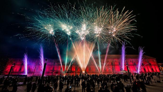 Paradeplatz mit Feuerwerk in Germersheim