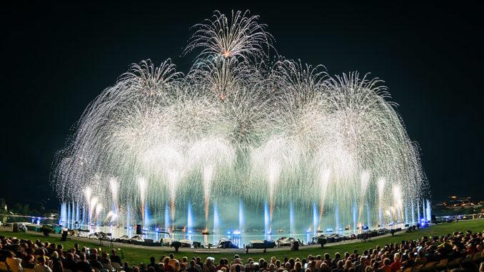 """Feuerwerk beim Seefest """"Fête du Lac"""" in Annecy"""