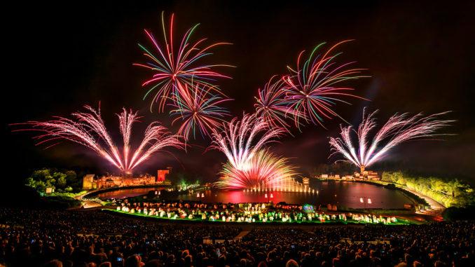 Freizeitpark Puy du Fou Mega-Shows Feuerwerk