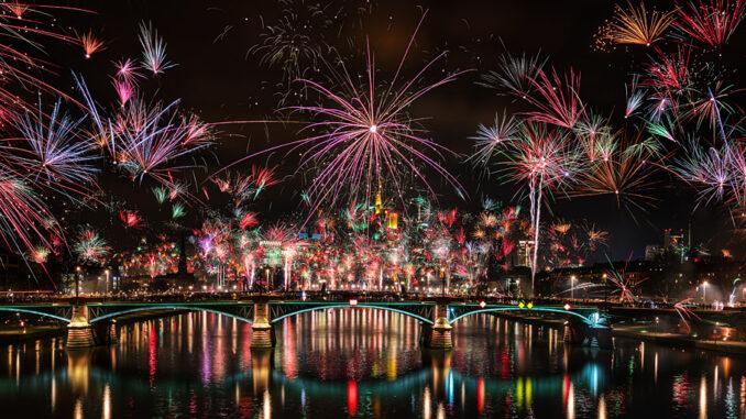Feuerwerk Silvester Frankfurt Skyline 2019-2020