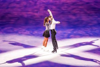 Joti Polizoakis und Sarah Lombardi bei Holiday on Ice SUPERNOVA