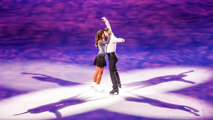 Joti Polizoakis und Sarah Lombardi bei Holiday on Ice SUPERNOVA