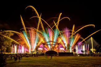 SYMPHONIE DES ARTS mit Feuerwerk und Wassershow in Straßburg