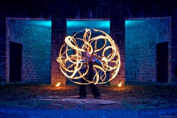 Poi-Performance von Feuerkünstler Gérald Richter - Fire in Motion