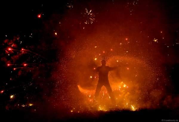 Pyroeffekt von Feuerkünstler Gérald Richter - Fire in Motion