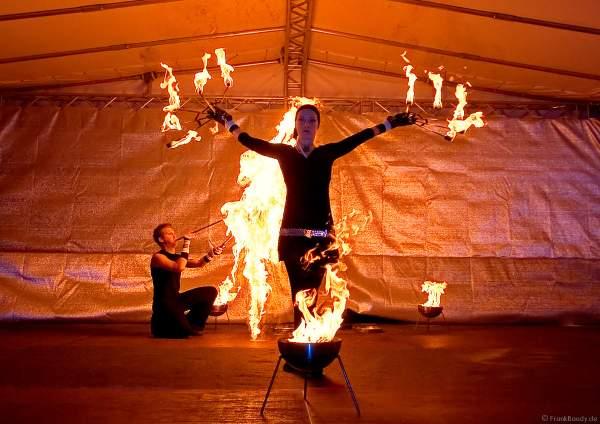 Auftritt der Firedancer beim Sternschnuppenmarkt in Wiesbaden