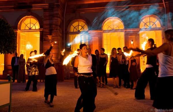 Feuerkünstler Pirart beim Churfürstlichen Hofball 2008 im Schlosspark Schwetzingen