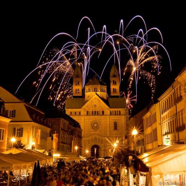 Feuerwerk über dem Dom bei der Kaisertafel in Speyer