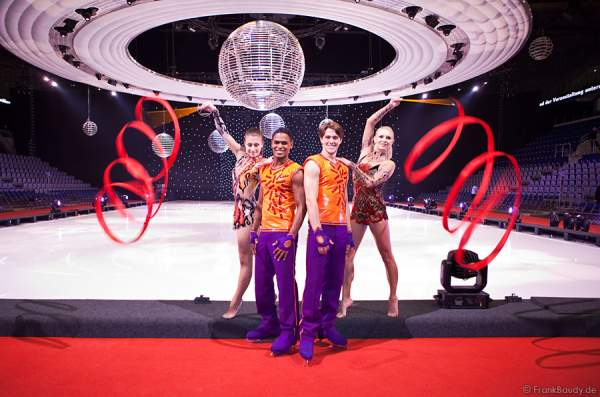 Magdalena Brzeska, Galina Sauchyts, Patrick Rogers und Thomas Naylor bei Holiday on Ice - Energia