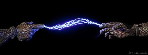 Der Lebensfunke springt über- Blitze zwischen Händen