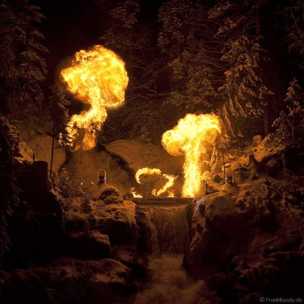 Feuershow Blazing Waterfalls beim Triberger Weihnachtszauber