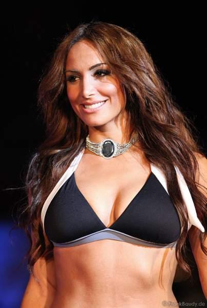 Enissa Amani im sexy Bikini bei der Miss WM 2011 Wahl
