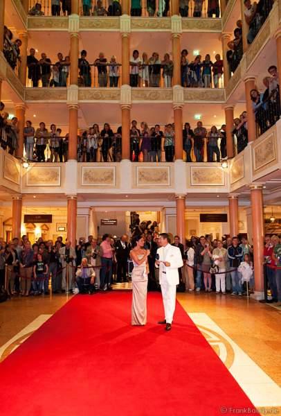 """Alexandra Philipps, Miss Germany 1999, und RTL """"Let's dance""""-Juror Joachim Llambi bei der Wahl zur Miss WM 2011 im Europa Park Rust"""
