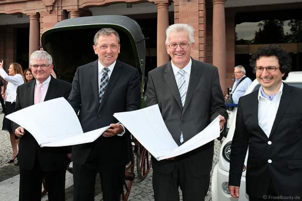 Übergabe der Partitur an Ministerpräsident Kretschmann
