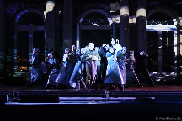 Preview des neuen Stage Entertainment Musicals REBECCA auf dem Schlossplatz in Stuttgart