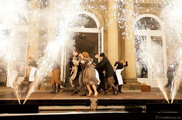Thomas Borchert und Lucy Scherer beim Preview des neuen Stage Entertainment Musicals REBECCA auf dem Schlossplatz in Stuttgart