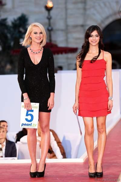 Mareen Wehner und Rashmi Sharma bei der Miss EM 2012 Wahl im Europa-Park
