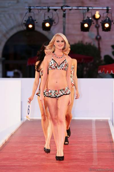 Mareen Wehner im Bikini bei der Miss EM 2012 Wahl im Europa-Park