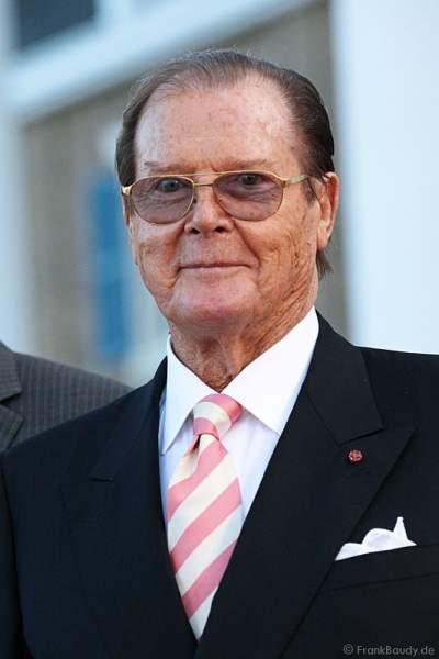 Sir Roger Moore alias James Bond 007 bei der Eröffnung des neuen 4-Sterne Superior Hotels Bell Rock im Europa-Park am 12. Juli 2012