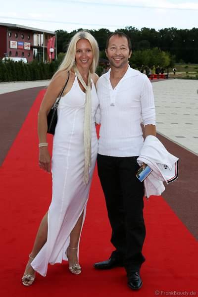 DJ BoBo mit seiner Ehefrau Nancy  bei der Eröffnung des neuen 4-Sterne Superior Hotels Bell Rock im Europa-Park am 12. Juli 2012