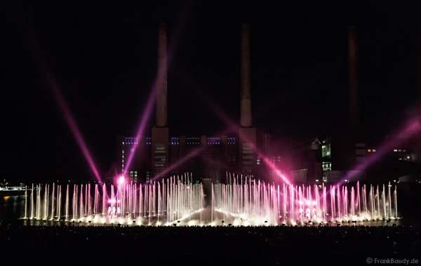 Wassershow in der Autostadt Wolfsburg 2012 im alten Hafen vor altem VW-Kraftwerk