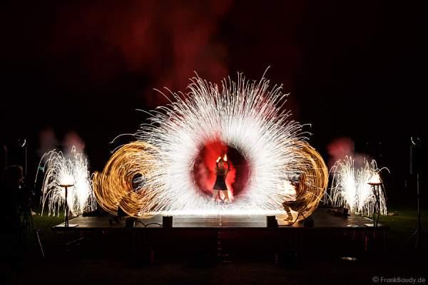 Feuershow Mystique im Schwetzinger Schlossgarten