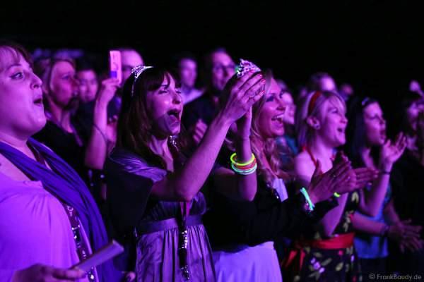 Fans beim Konzert mit The Overtones am 18. Februar 2013 in der Jahrhunderthalle Frankfurt