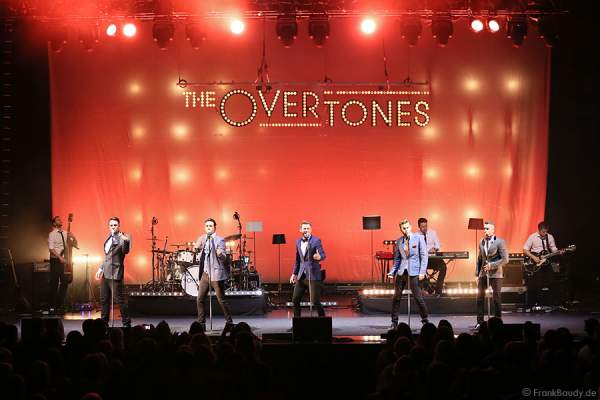Lachie Chapman, Mike Crawshaw, Darren Everest, Mark Franks und Timmy Matley von The Overtones beim Konzert am 18. Februar 2013 in der Jahrhunderthalle Frankfurt