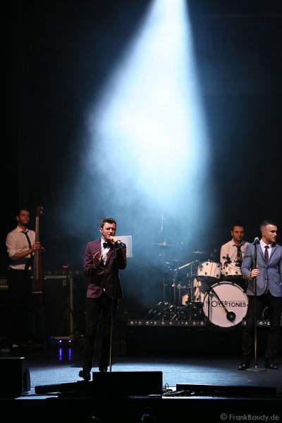 Timmy Matley beim Konzert mit The Overtones am 18. Februar 2013 in der Jahrhunderthalle Frankfurt