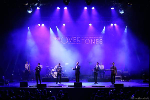 Lachie Chapman, Mike Crawshaw, Darren Everest, Mark Franks und Timmy Matley von The Overtones