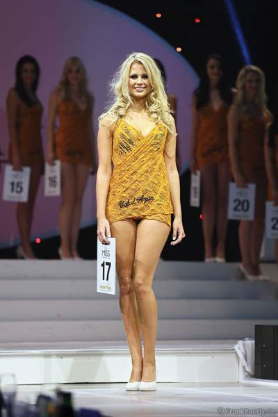 Caroline Noeding im Badekleid- Miss Germany 2013