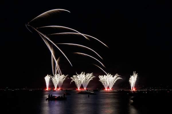 Feuerwerk mit Helikopter beim Züri Fäscht 2013