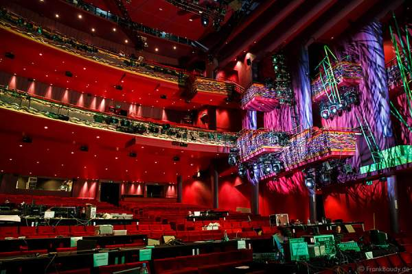 Der Saal des Stage Apollo Theater bei den Vorbereitungen zu dem Musical Tarzan in Stuttgart
