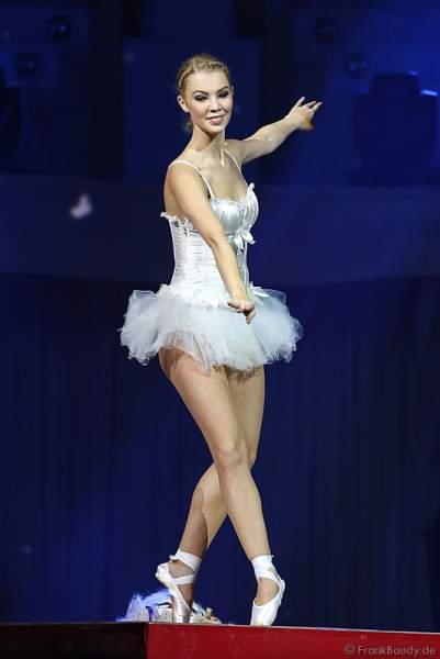 Ballerina bei der Weltpremiere der Show CIRCUS von DJ BoBo