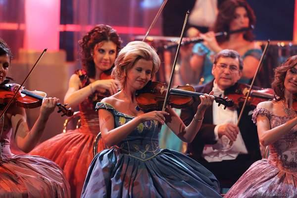 André Rieu mit seinem Orchester bei Verstehen Sie Spaß? live aus der Baden-Arena Offenburg 2013