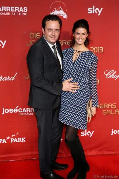 Michael Mack mit seiner schwangeren Ehefrau Miriam Mack bei der José Carreras Spendengala 2013 im Europa-Park