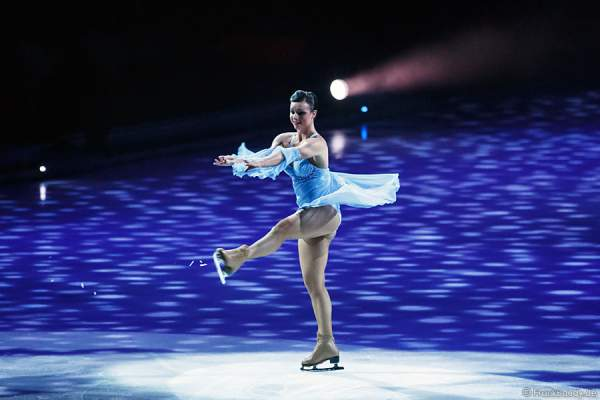 Eiskunstläuferin MacKenzie Crawford bei Holiday on Ice - PLATINUM