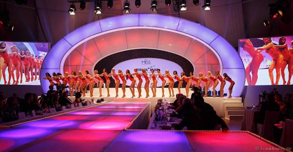 Die Teilnehmerinnen im Badeanzug - Miss Germany 2014