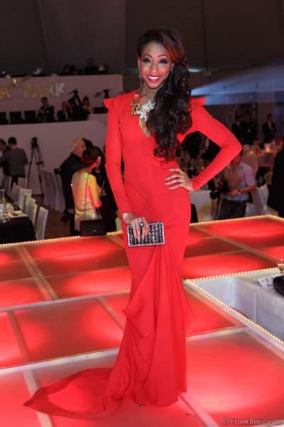 N'Kenge beim Miss Germany 2014 Finale