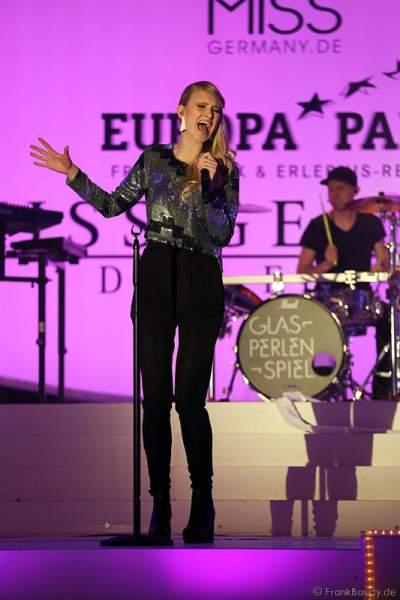 Carolin Niemczyk, Sängerin bei der Band Glasperlenspiel bei Miss Germany 2014