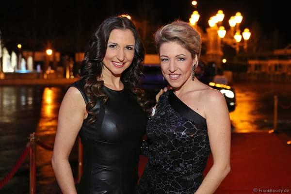 Alexandra Hofmann und Anita Hofmann von Anita & Alexandra Hofmann (vormals: Geschwister Hofmann) beim Miss Germany 2014 Finale