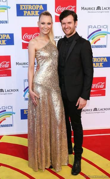 Daniel Grunenberg und Carolin Niemczyk von Glasperlenspiel beim Radio Regenbogen Award 2014 im Europa-Park