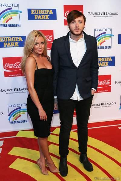 James Arthur mit Freundin Jessica Grist beim Radio Regenbogen Award 2014 im Europa-Park