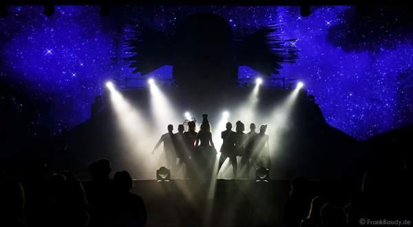Nancy Baumann, DJ BoBo und die Künsler bei der Weltpremiere der Show CIRCUS