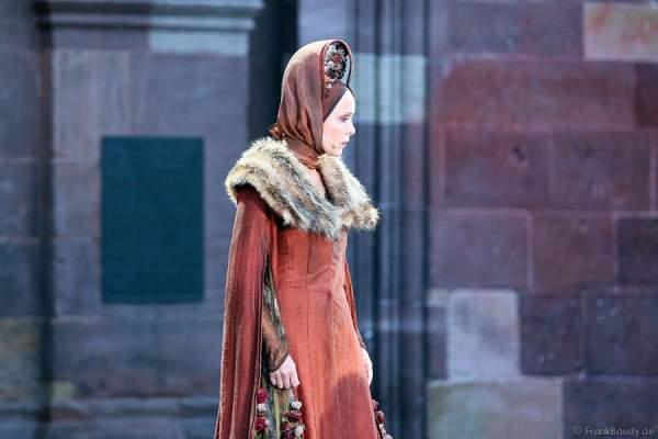 Eva Gosciejewicz als Königin Ute