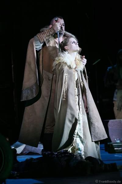 Robert Joseph Bartl als Dietrich von Bern und Charlotte Puder als Kriemhild