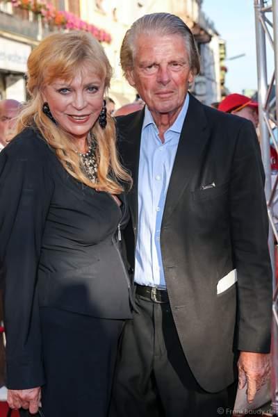 Klaus Bresser mit Frau Evelyn auf dem roten Teppich der Nibelungen-Festspiele 2014, born this way