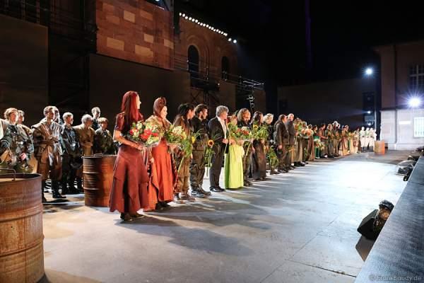 Schlussapplaus bei den Nibelungen-Festspiele 2014, born this way