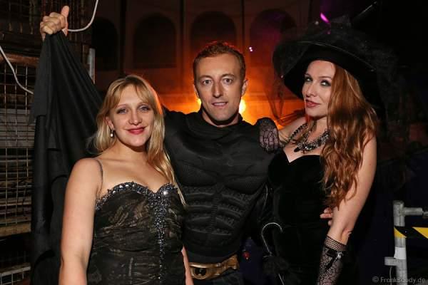 Elisabeth Bülowius (Schwester von Georgina Bülowius), Prinz Mario-Max zu Schaumburg-Lippe, Georgina Fleur bei der Horror Glam Night 2014 im Europa-Park
