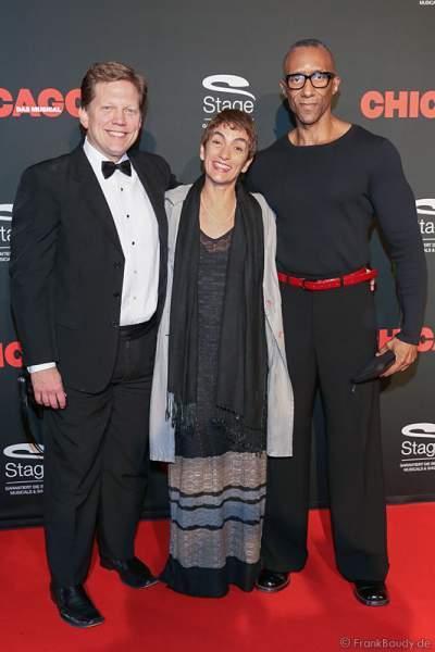 """""""Chicago""""-Kreativteam: Robert Bowan (Supervising Music Director), Tanja Nardini (Associate Director) und Gregory Butler (Associate Choreographer, rechts)"""